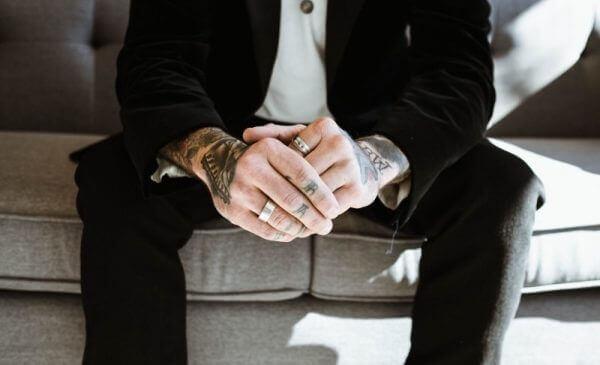 Wybierz odpowiednie spinki do koszuli lub garnituru
